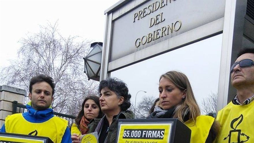 AI ha entregado 65.000 firmas para exigir al Gobierno el fin de los recortes en derechos humanos © Amnistía Internacional
