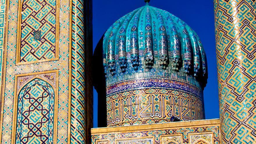 Detalle de la Madrasa de Shir Dor en la Plaza del Registón de Samarcanda.