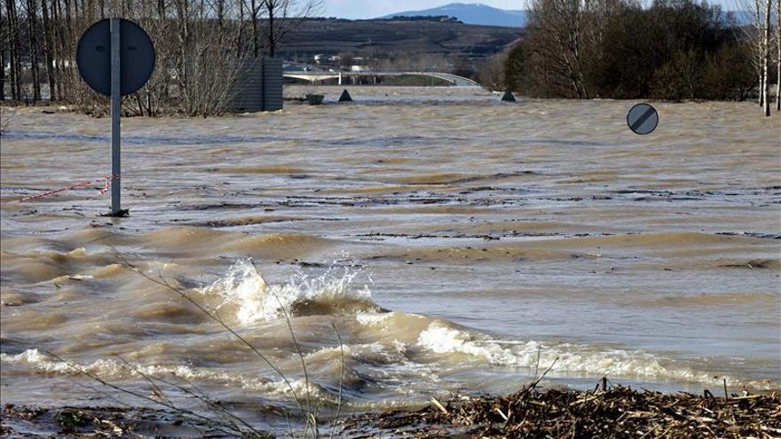 Continúa cerrada por inundación la N-113 en Castejón