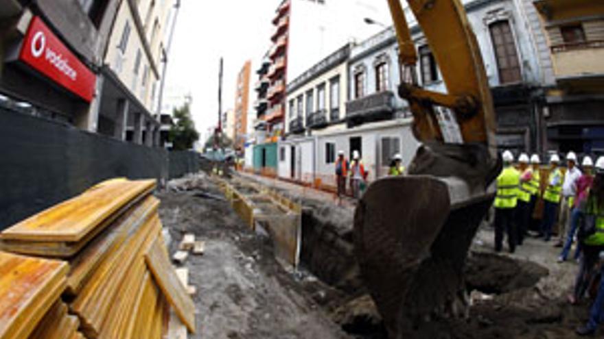 Obras del Feile en la calle Albareda de la capital grancanaria. (CANARIAS AHORA)