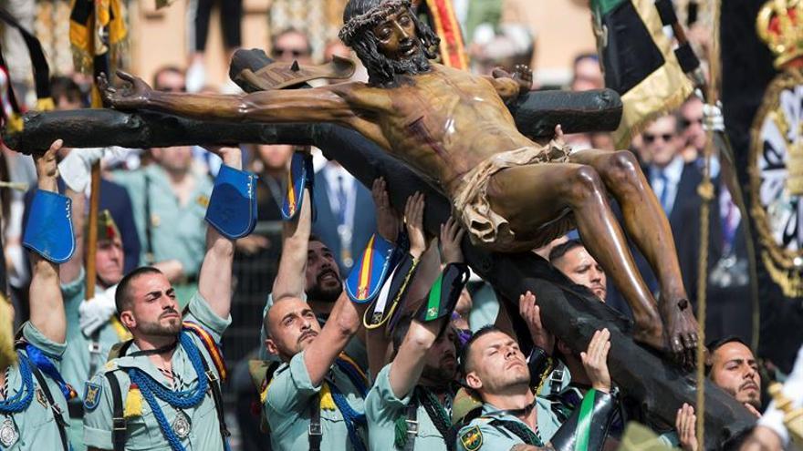 Málaga se vuelva con el desembarco de La Legión y el traslado del Cristo de Mena
