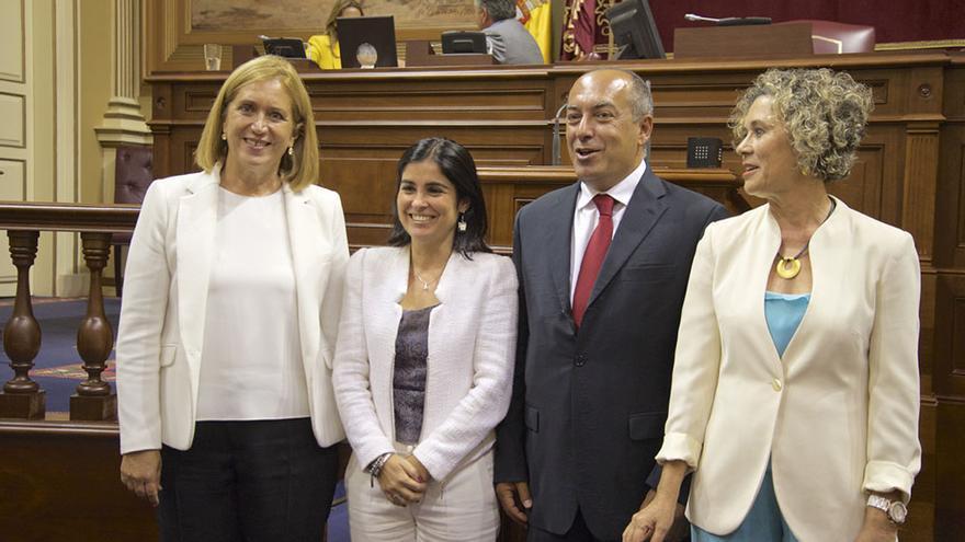 El Pleno de la Cámara regional aprueba la designación como senadores de la Comunidad Autónoma a María del Mar Julios Reyes (d); Julio Cruz Hernández y Mercedes Roldós Caballero (i).