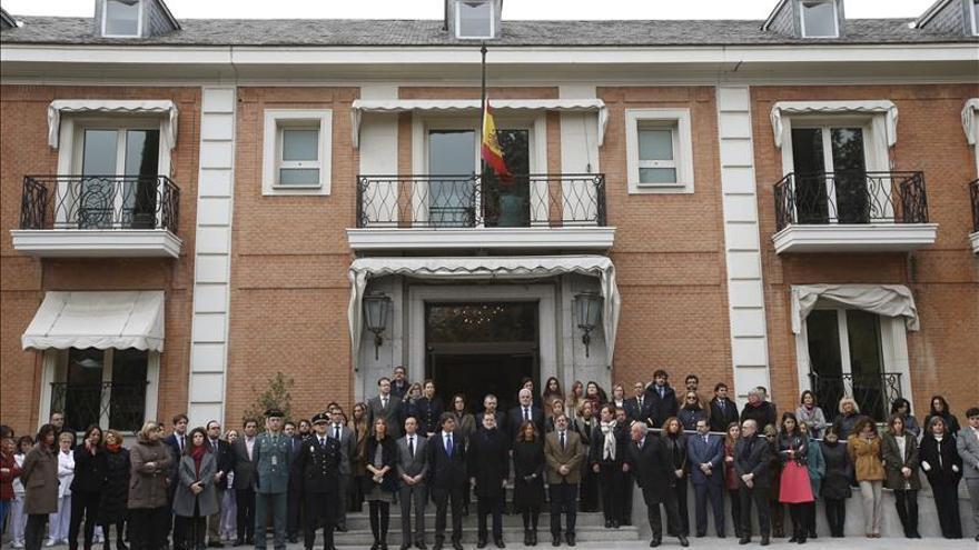 El Gobierno y las Cortes recuerdan en silencio a los agentes muertos en Kabul