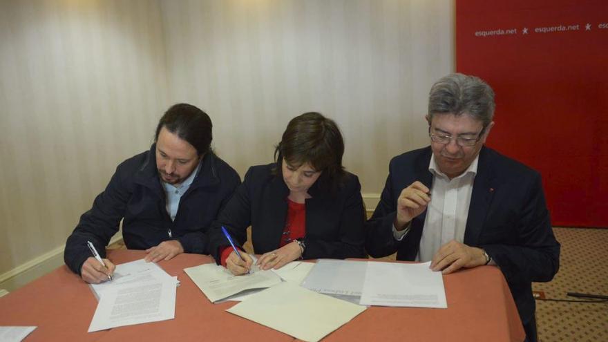 Pablo Iglesias, Catarina Martins y Jean-Luc Mélenchon firman la Declaración de Lisboa por una revolución democrática en Europa.