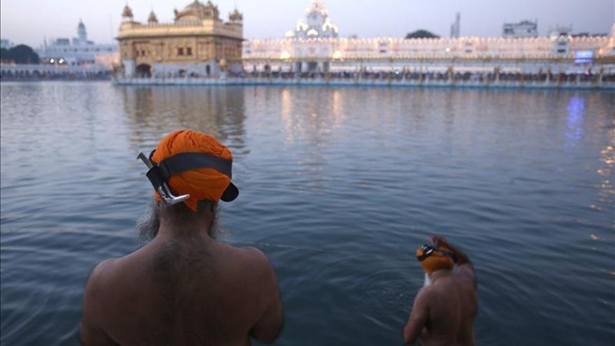 Los hindúes celebran su Navidad, la fiesta de Diwali