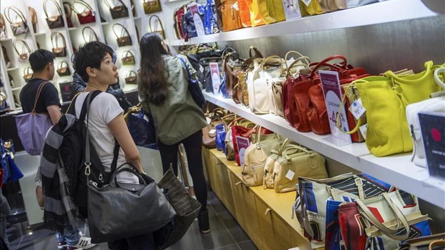 La clientela en las tiendas de ropa en Francia ha caído entre el 20 y el 30 %