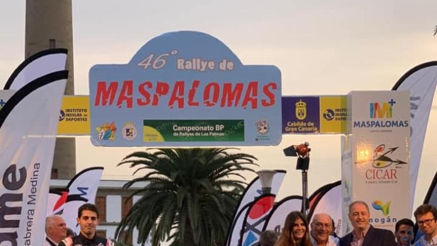 Emma Falcón en la salida del Rallye de Maspalomas.