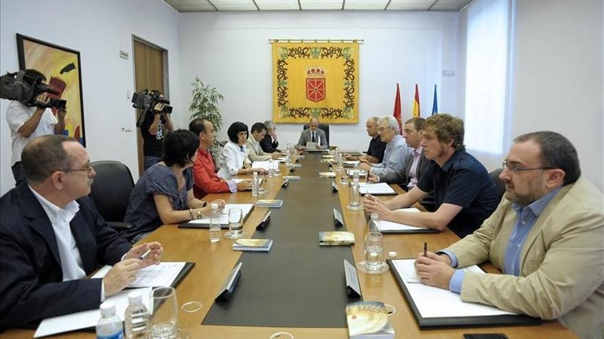 """El Parlamento navarro aborda las propuestas para recurrir ante el TC la reforma laboral y los """"recortes"""" a funcionarios"""