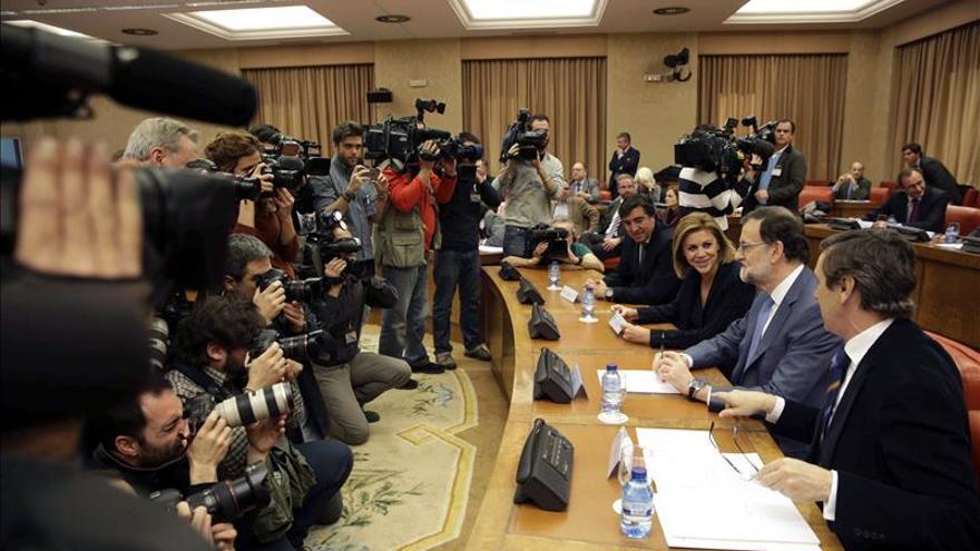 Rajoy se lleva el aplauso del grupo popular sin voces críticas