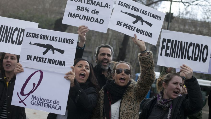 """""""Usamos las armas porque esas fueron las llaves que Otto Pérez Molina usó para entrar en nuestros pueblos hace varios años"""", explica Mercedes Hernández, presidenta de la Asociación de Mujeres de Guatemala / GABRIEL PECOT"""