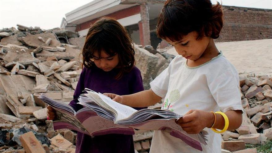 """El estudio, el """"arma"""" de cuatro niñas contra el matrimonio infantil"""