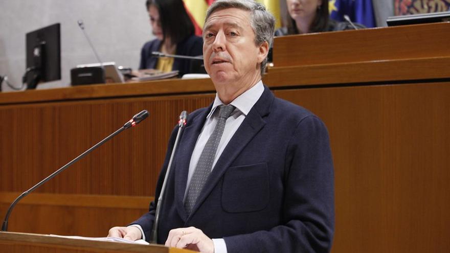 El presidente de la Cámara de Cuentas de Aragón, Alfonso Peña, en una comparecencia ante el pleno de las Cortes de Aragón.