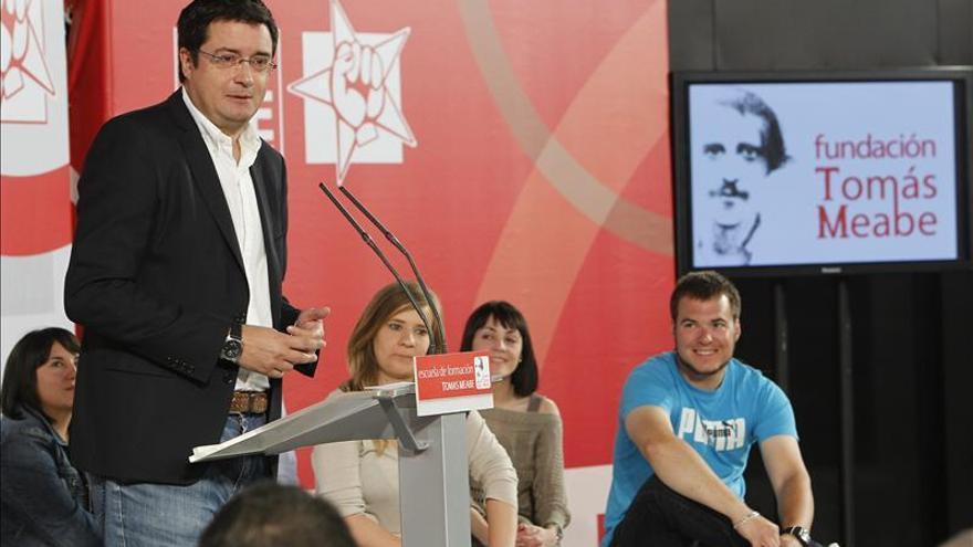 """Óscar López critica el """"absurdo lío"""" del Gobierno con el reparto del déficit"""
