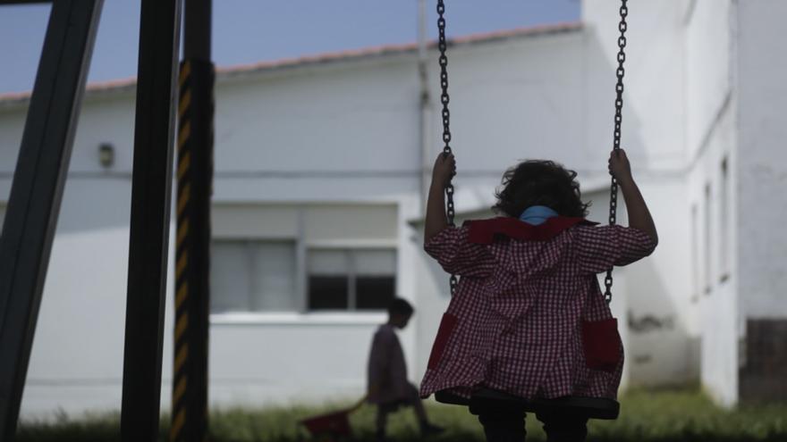 Una niña en una foto de recurso.