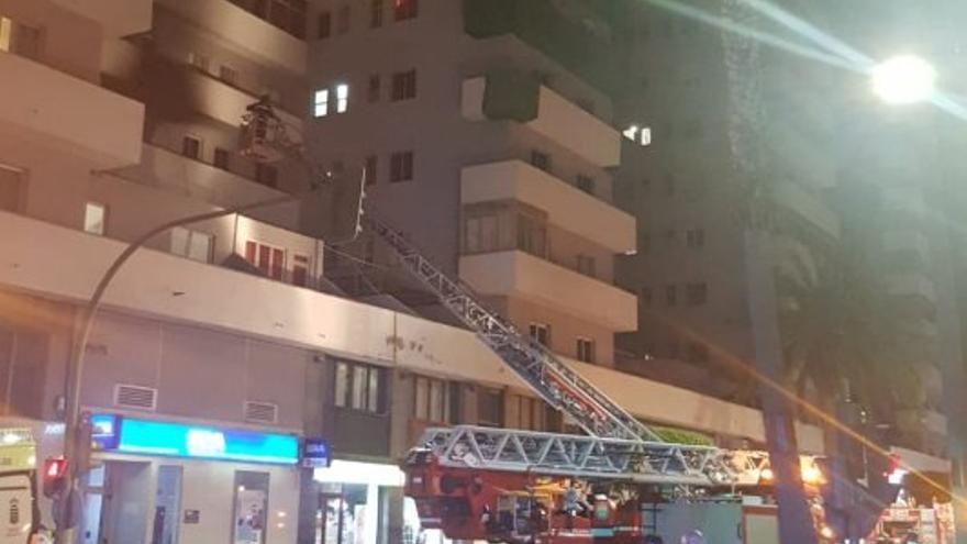 Incendio en un edificio en Mesa y López