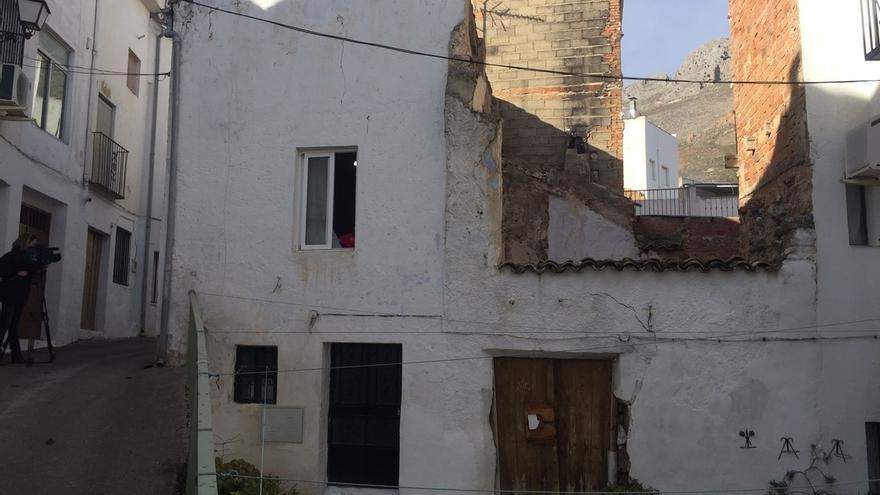 Ingresados en la UCI los dos inmigrantes temporeros intoxicados por inhalación de humo en Albanchez