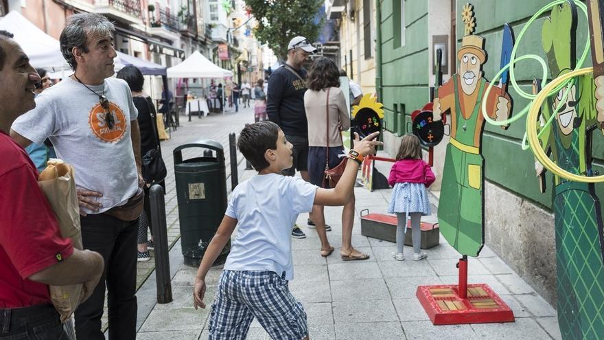 Actividades lúdicas durante la última fiesta organizada por Sol Cultural.   ARCHIVO