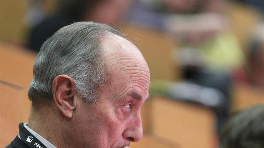Francisco Frutos se suma a un manifiesto que pide el voto para Recortes Cero