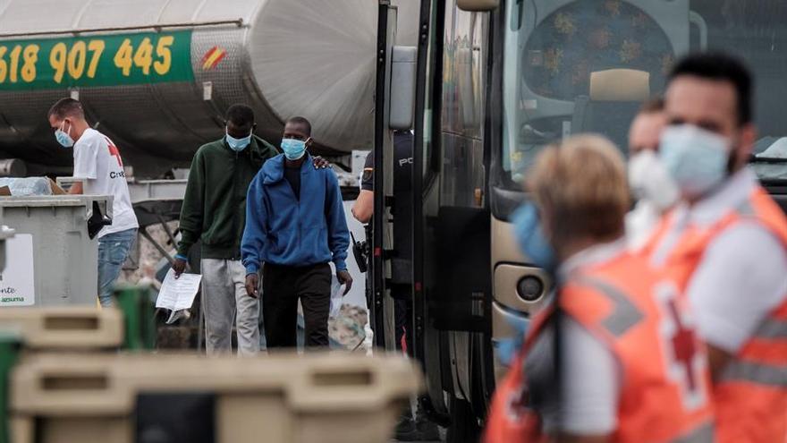Unos 236 migrantes permanecen en el muelle de Arguineguín, en Gran Canaria