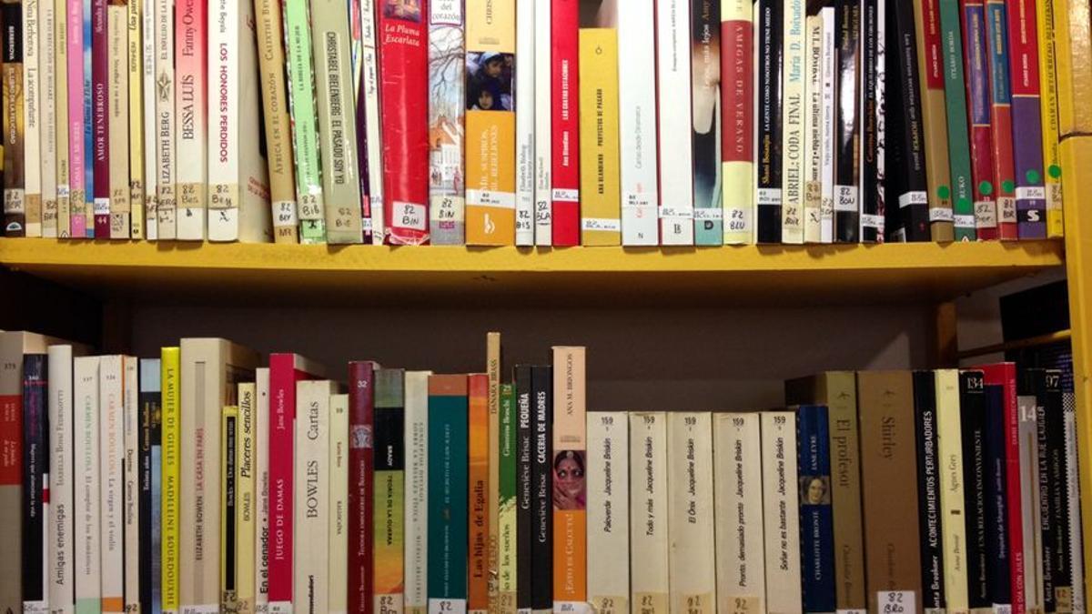 Varios de los ejemplares en una biblioteca