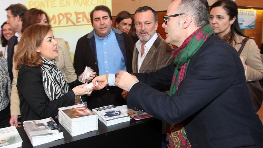 Vázquez (derecha) y Negreira (con camisa azul), en un acto con Sáenz de Santamaría / PP