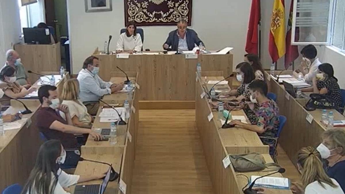 Un momento del pleno de Chamberí este jueves, con el concejal presidente, Javier Ramírez, en el centro