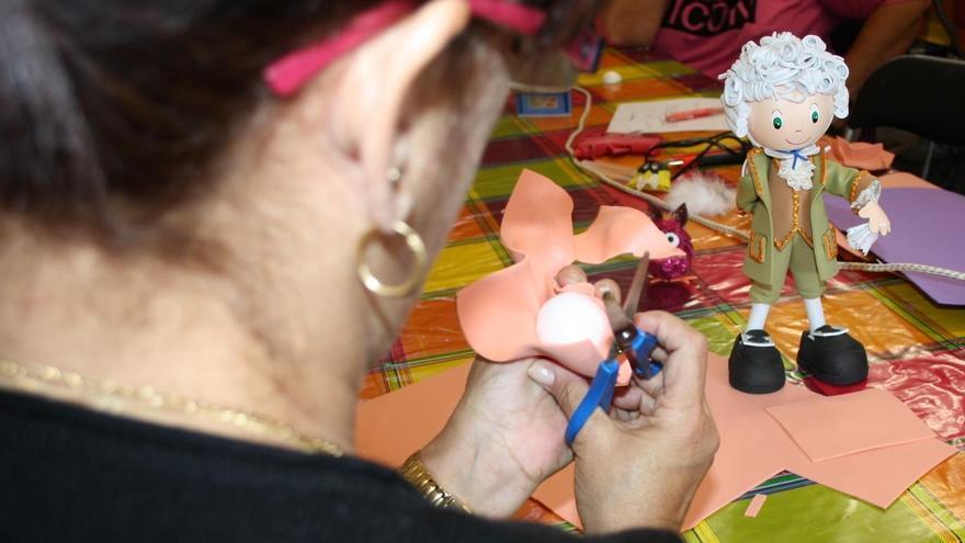 Taller de manualidades puesto en marcha por el Ayuntamiento de Santa Cruz de La Palma.