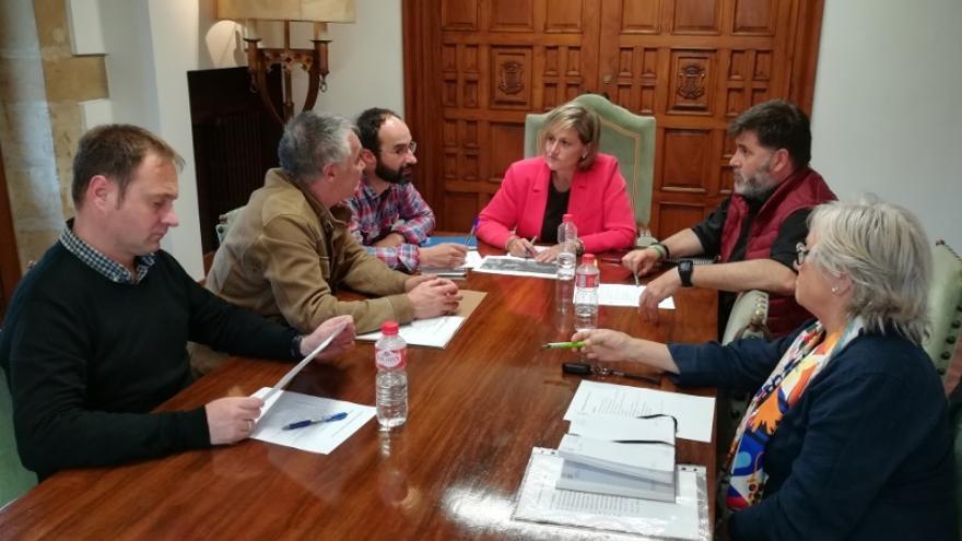 PSOE y PRC inician las negociaciones para renovar el pacto de gobierno