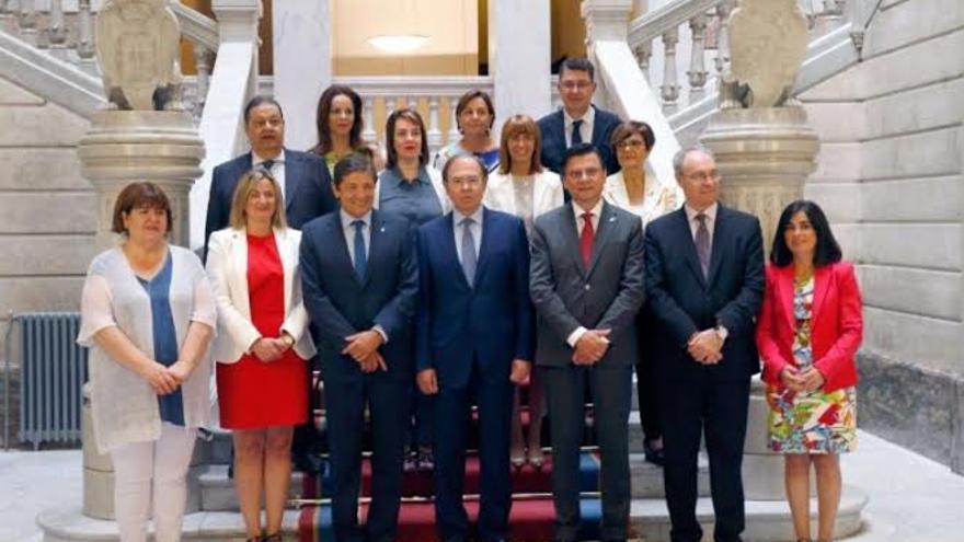 Los presidentes de parlamentos tras terminar su reunión en Oviedo