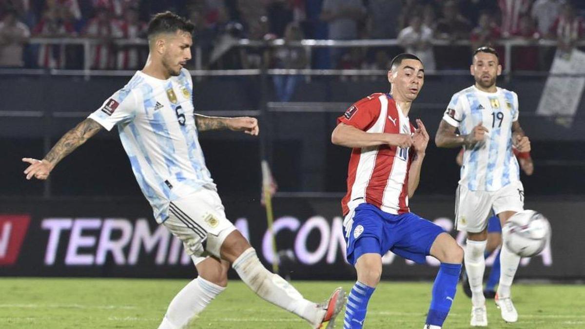 El volante del PSG Leandro Paredes