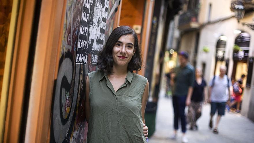 Júlia Fulquet es dependienta en una tienda en el centro de Barcelona
