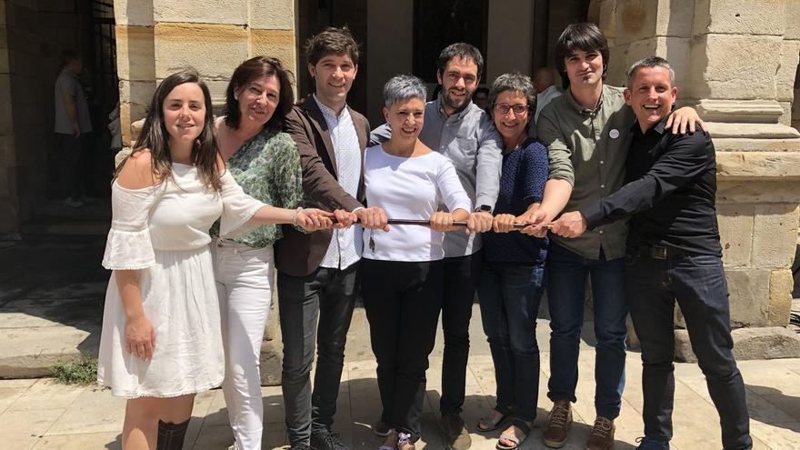 Ima Garrastatxu, de EH Bildu, en el centro