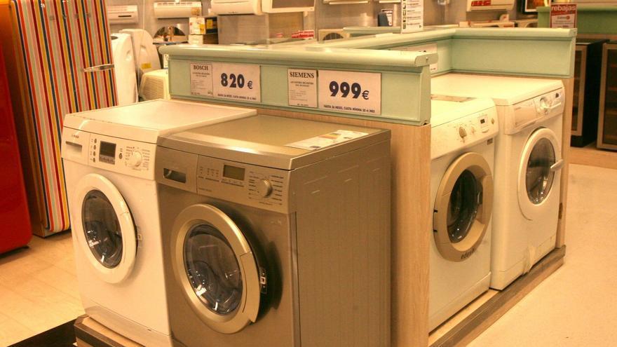 Las ventas de electrodomésticos moderan su caída al 13% en los ocho primeros meses