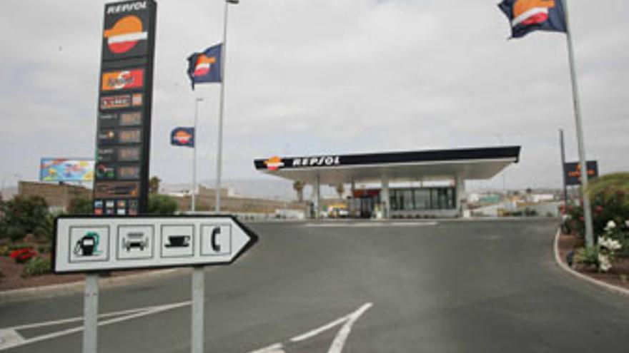 Gasolinera ahora ilegal en la entrada a Las Remudas.