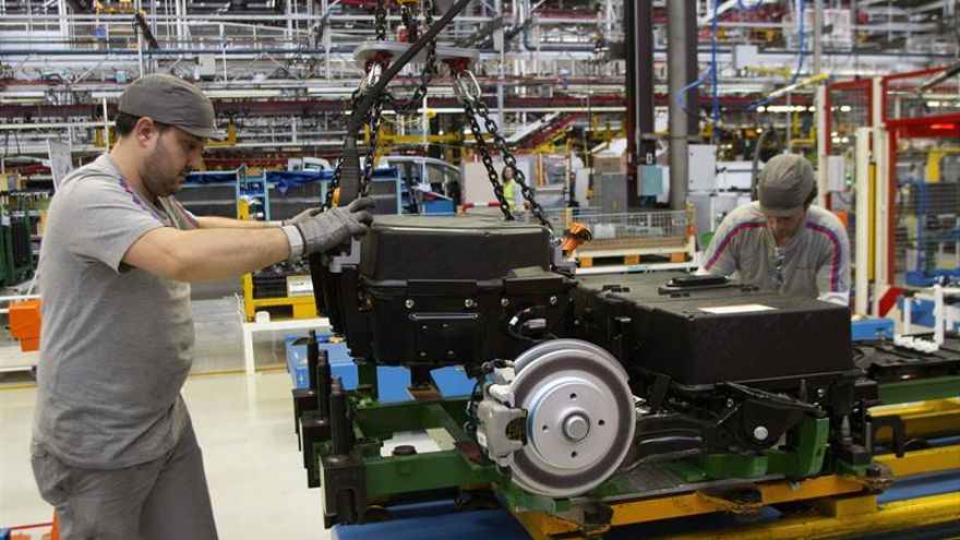 La producción industrial bajó el 0,7 % en la eurozona y el 0,4 por ciento en la UE en junio