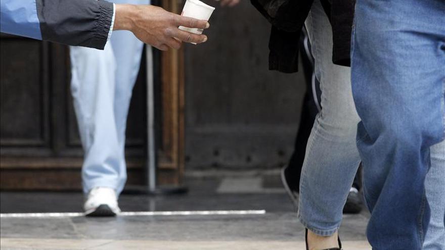 La pobreza en España aumenta un 8 por ciento y las diferencias regionales se duplican