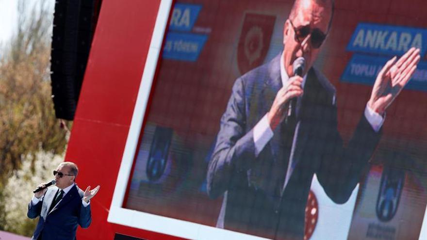 """Erdogan tilda de """"alianza de cruzados"""" a la UE por la audiencia con el papa"""