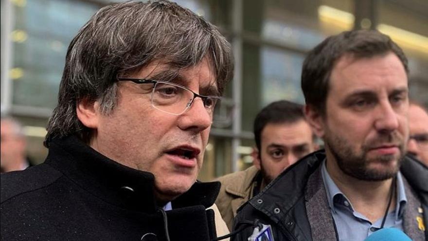Carles Puigdemont y Toni Comín en una rueda de prensa en el Parlamento Europeo.