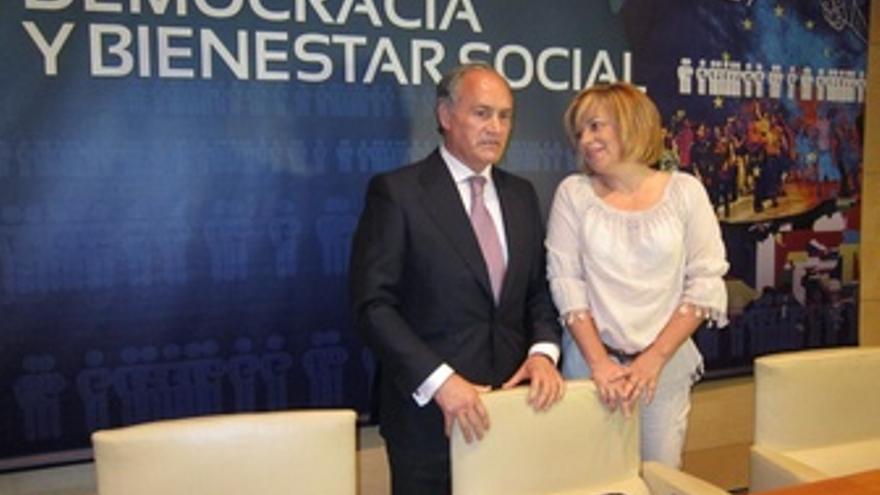 Elena Valenciano Junto A Evaristo Del Canto
