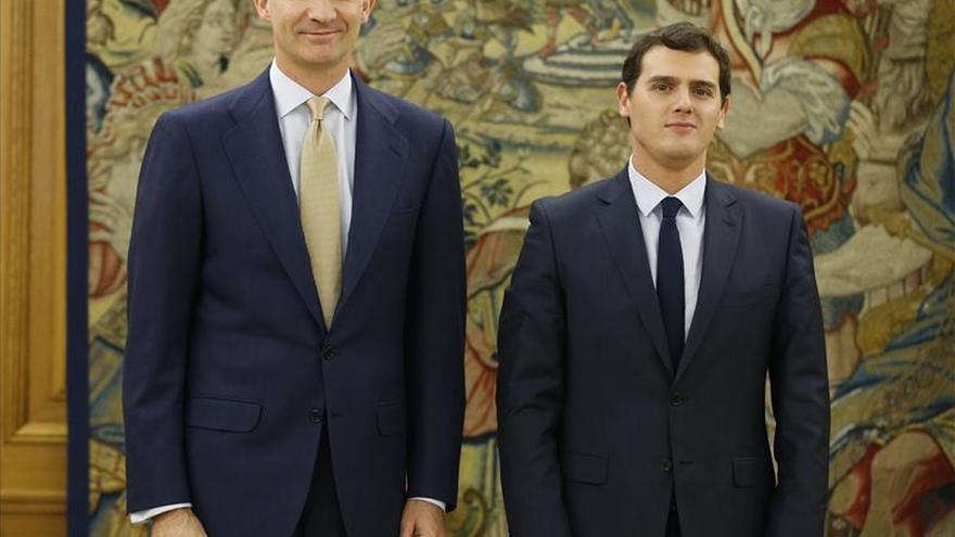 El Rey recibe a Rivera por vez primera en Zarzuela y tratan el escenario político
