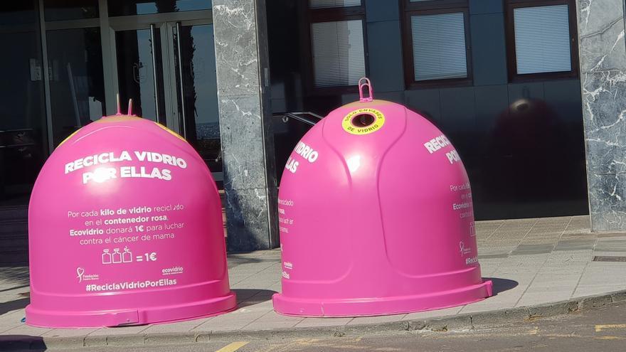 En la imagen, los contenedores rosas ubicados en el Cabildo.