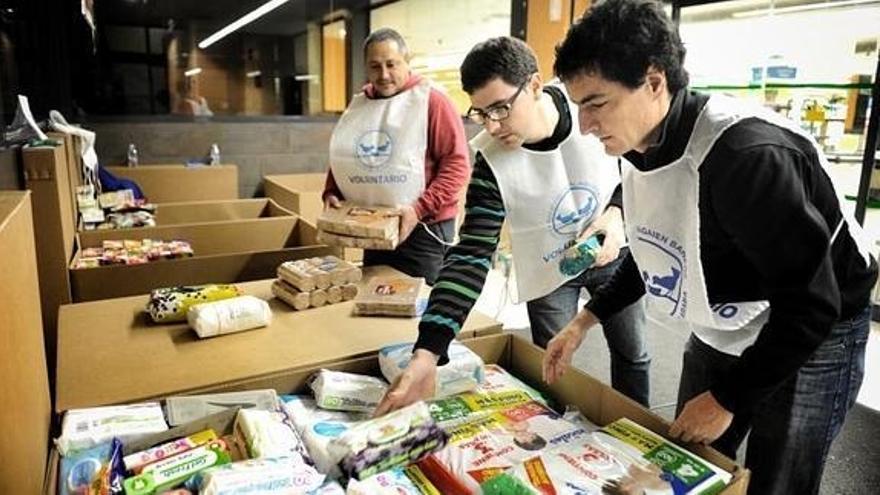 Imagen de la última recogida de comida por parte de voluntarios del Banco de Alimentos de Álava.