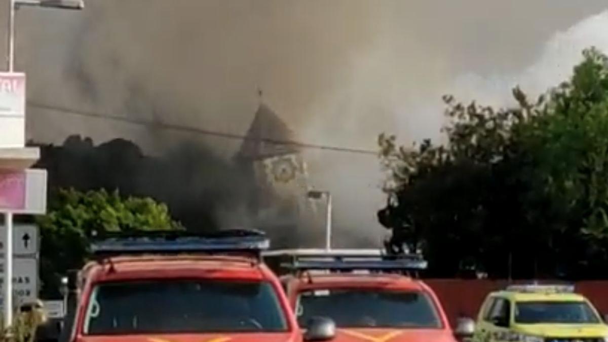 Desmoronamiento de la Iglesia de Todoque ante el avance de la lava en el pueblo