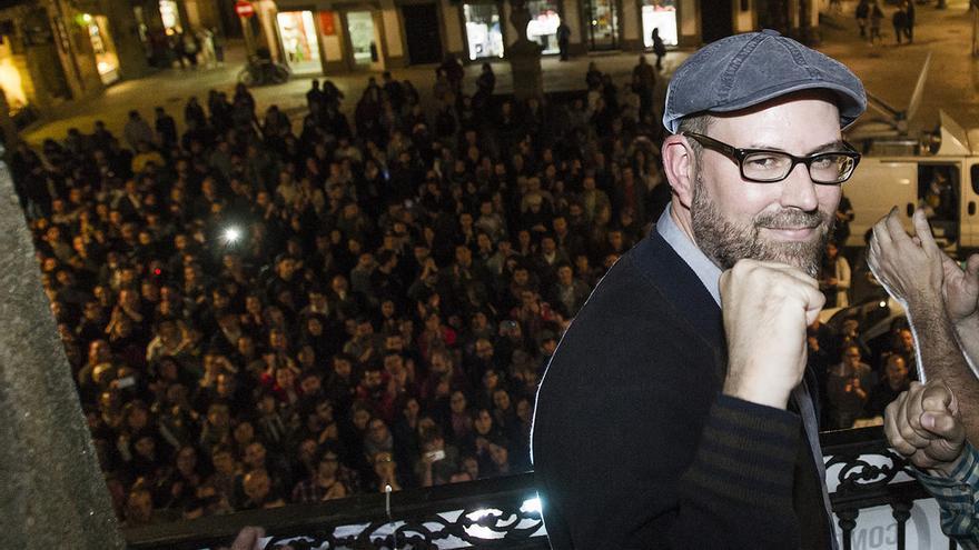 Noriega, ante simpatizantes de Compostela Aberta tras conocer los resultados / Óscar Corral-CA
