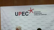Xosé Manuel Beiras y la periodista Sara González en la clausura de la 13ª edición de la UPEC