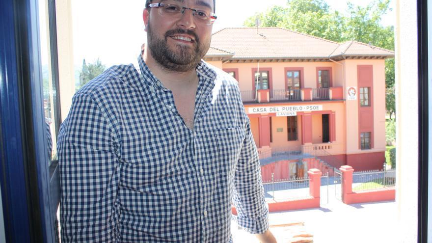 El presidente de ACOM y alcalde de Pola de Laviana, Adrián Barbón