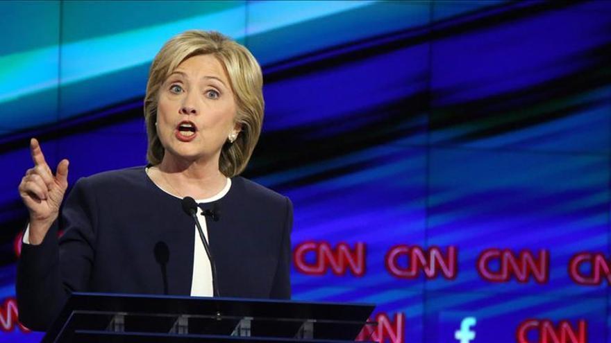 """Hillary Clinton critica los """"deplorables"""" insultos de Trump en su contra"""
