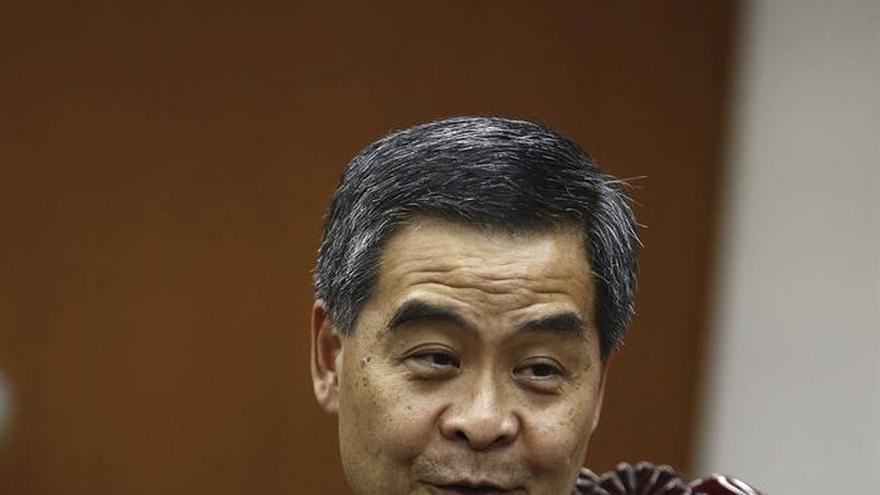 El jefe del Gobierno de Hong Kong renuncia a su reelección el próximo año