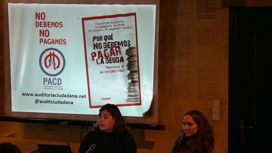 """Iolanda Fresnillo presenta el nuevo libro """"¿Por qué no debemos pagar la deuda?"""" de la Plataforma de Auditoría Ciudadana."""