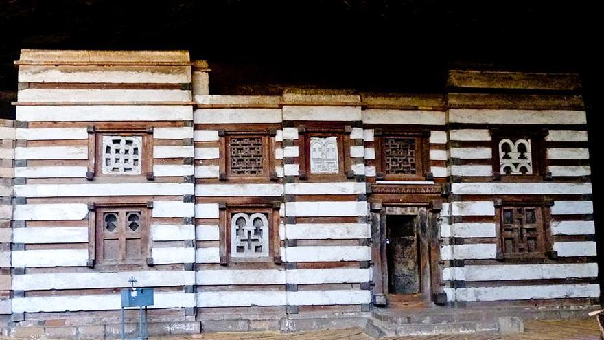 Fachada de Yemrehanna Kristos, mausoleo real de la Dinastía Zagüe.